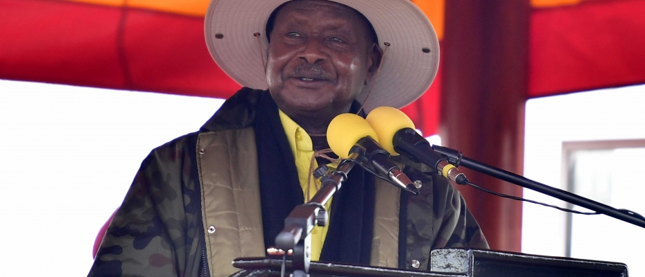 President Museveni addressing the gathering at Kasanje Town Council. PPU photo