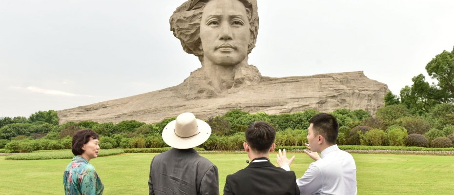 President Museveni toured the humble home in which Mao was raised and later the Orange Island where a large statute of Chairman Mao as a young man stands majestically in the sky