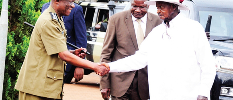 Museveni shakes hands with IGP Ochola
