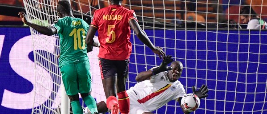 Senegal's forward Sadio Mane (L) scores a goal during the 2019 Africa Cup of Nations (CAN) Round of 16 football match between Uganda and Senegal at the Cairo International Stadium in the Egyptian capital on July 5, 2019