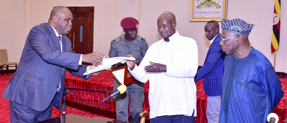 President Yoweri Museveni and former Nigerian President Olusegun Obasanjo yesterday witnessed the signing of agreements and MOU between the ministry of finance and ministry of foreign affairs and the AFRI-EXIM Bank represented by the bank's President Prof. Benedict Oramah. This was at State House Entebbe.
