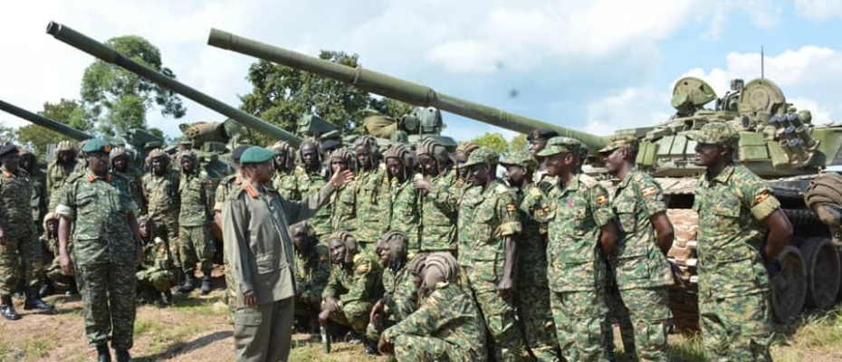 President Museveni flanked by CDF Gen Muhoozi addresses the Trainees. DPU photo