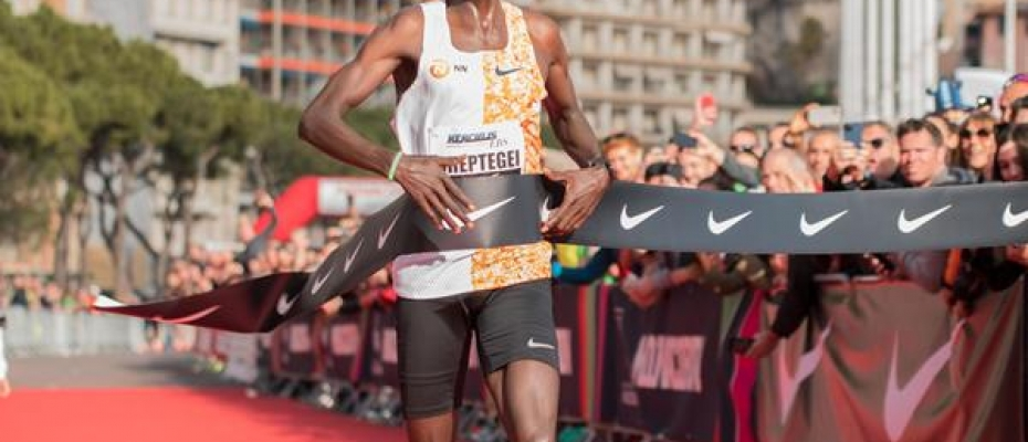 Joshua Cheptegei breaks the world 5km record in Monaco