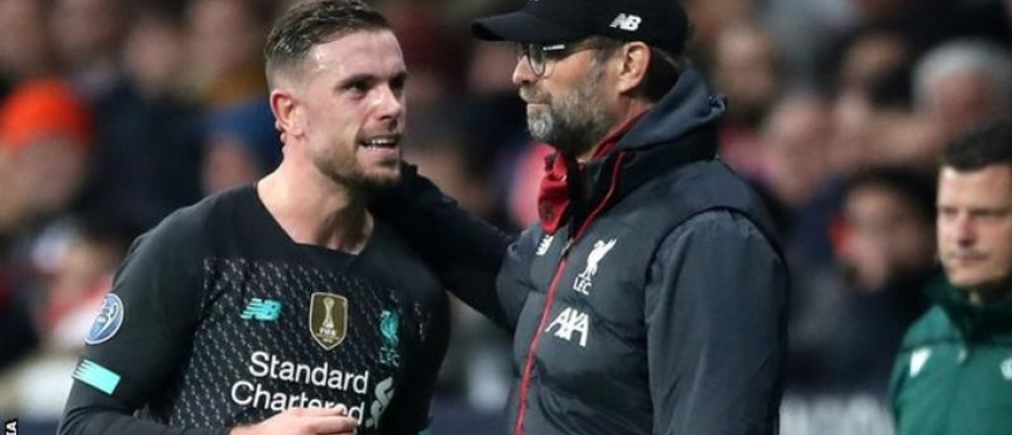 Klopp (right) substituted his captain Jordan Henderson (left) in the 80th minute because of a suspected hamstring problem. Courtesy photo