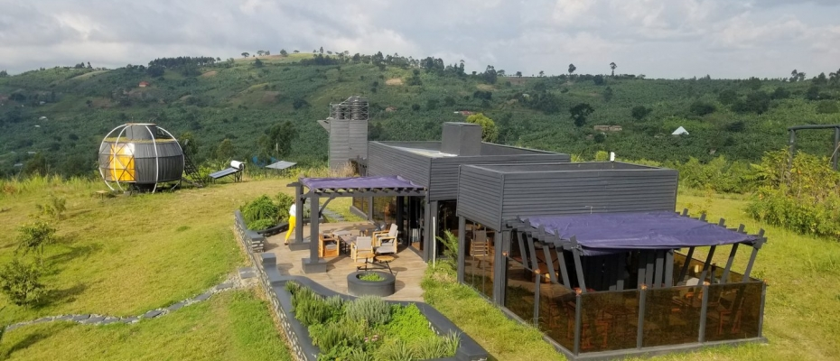 Aramaga Rift Valley Lodge is located just 10 km (6.2 miles) west of a Tourism City Fort Portal. The lodge overlooks Africa's spectacular Gr