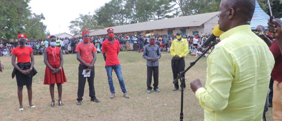 Mukula addressing NUP defectors in Butebo
